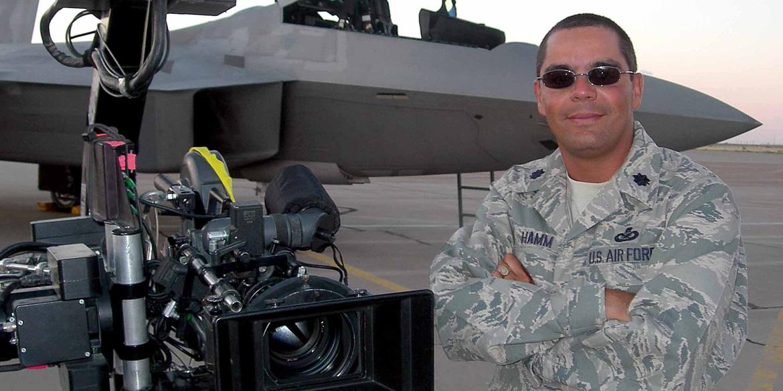 アメリカ空軍 リエゾン オフィス オーガスト マガジン