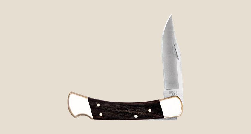 110 holding Hunter ナイフ